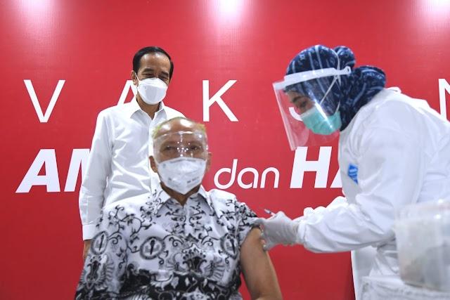 Presiden Jokowi Tinjau Pelaksanaan Vaksinasi Para Pendidik