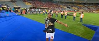 حسام عاشور يرفع كأس السوبر 2019