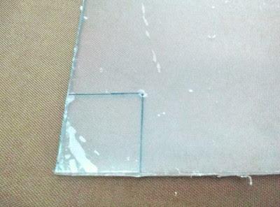 PET板の四隅をPカッター四角切るには、ドリルで頂点に穴をあける