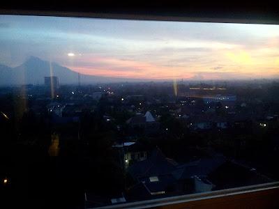 http://www.sukrisnosantoso.com/2016/06/sunrise-yang-menawan-di-balik-jendela.html