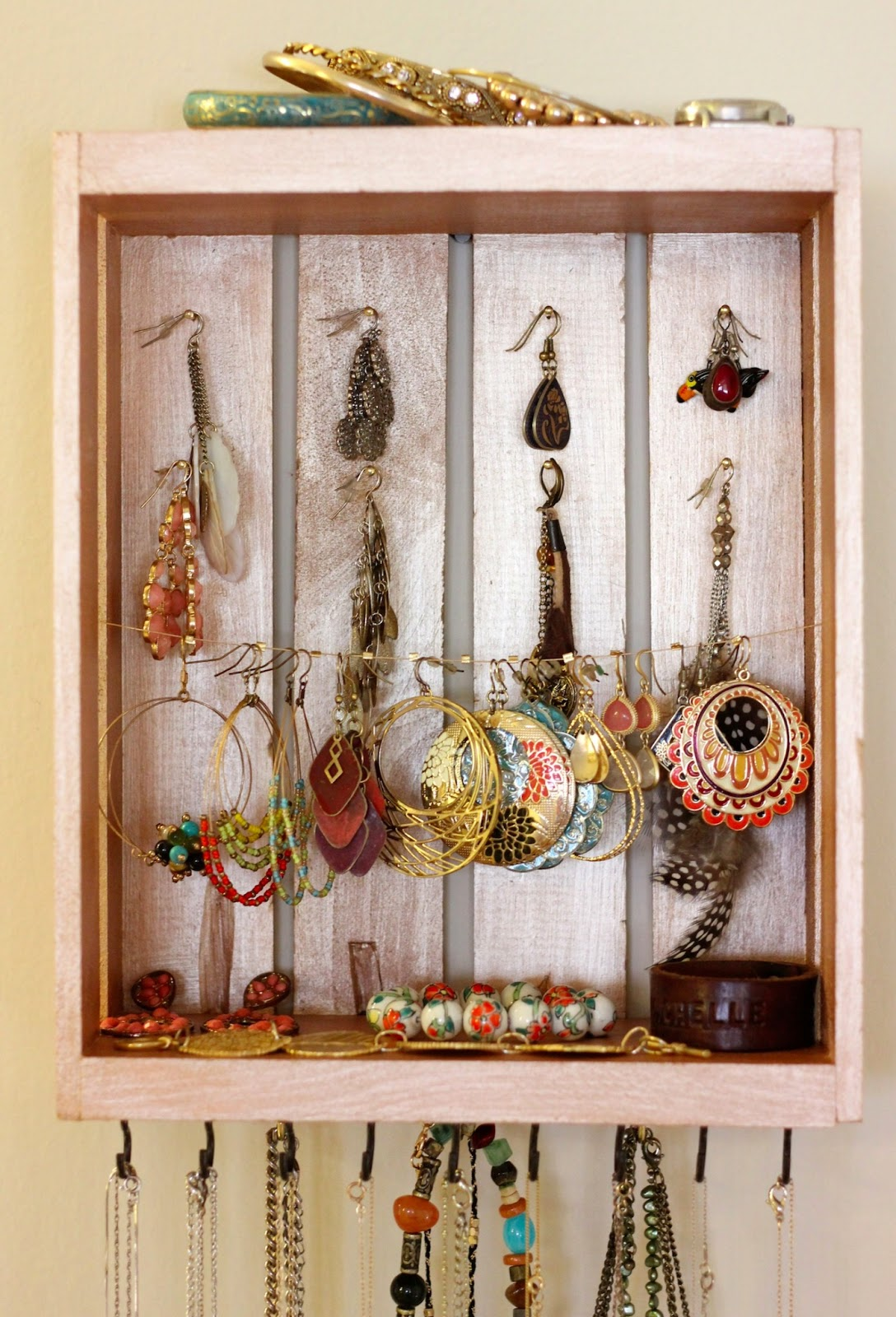 The Lucky Penny Blog: DIY: Jewelry Organizer