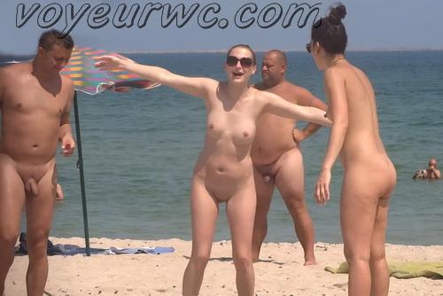Fully nude women sunbathing naked at the beach (BeachVoyeur 01-07)