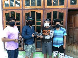 Tiga Warga Bima, Serahkan Senpi Rakitan kepada Satbrimob Polda NTB