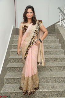 Shilpa Chakravarthy in Lovely Designer Pink Saree with Cat Print Pallu 035.JPG
