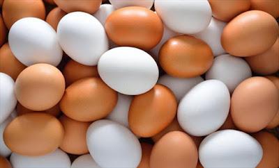 Ποια η Διαφορά στα Καφέ και Άσπρα Αβγά; Ποιά να Διαλέγεις