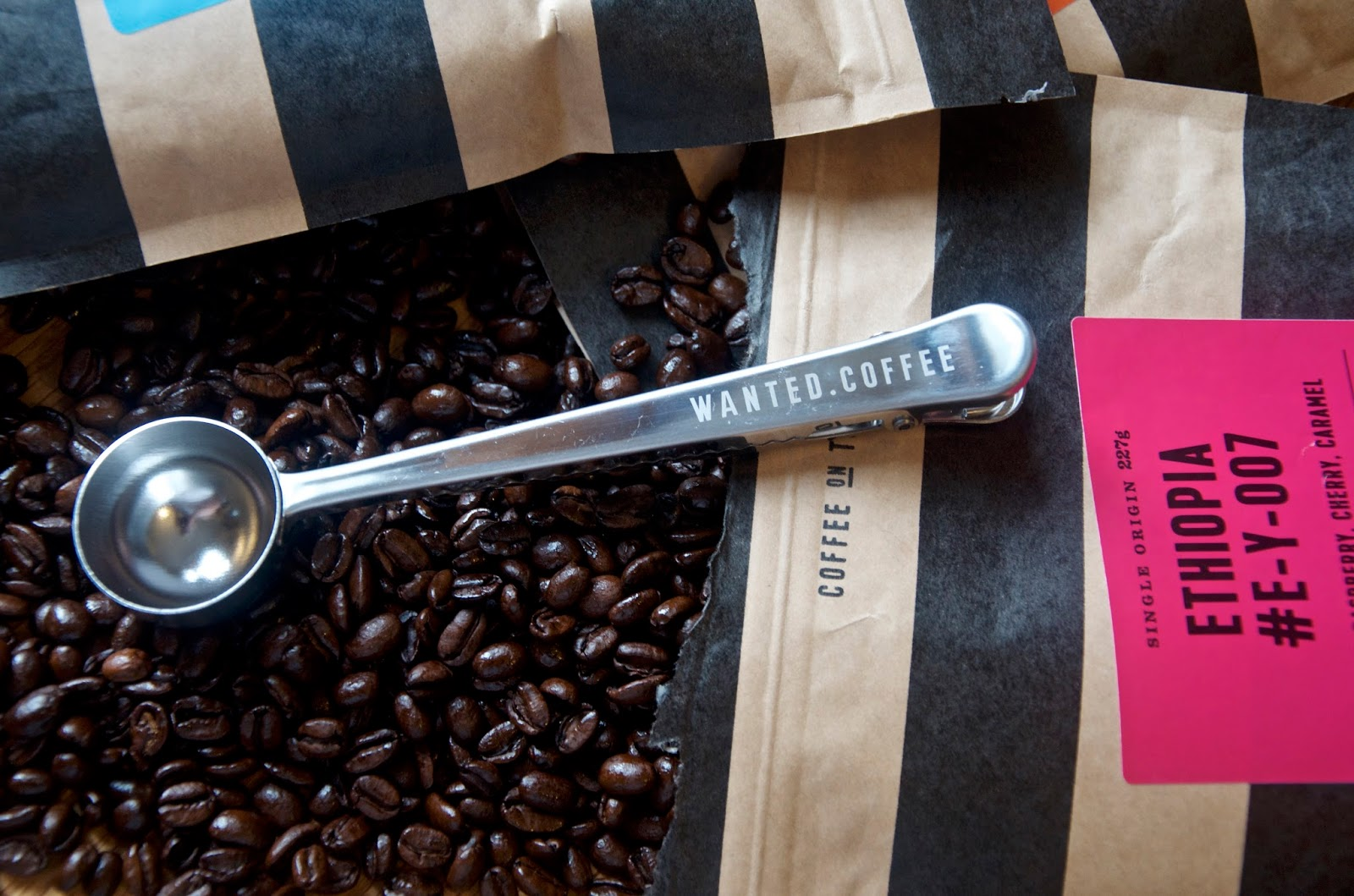coffee measuring spoon and coffee beans