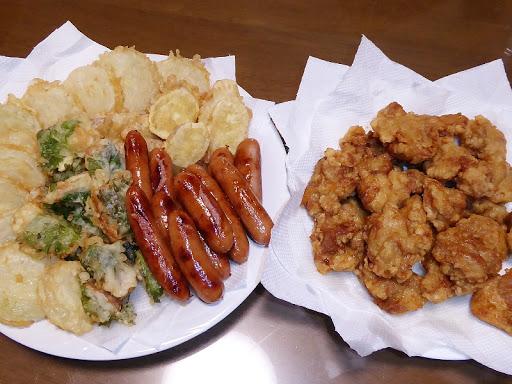タマネギの天ぷら チクワの天ぷら サツマイモの天ぷら ウインナー 唐揚げ