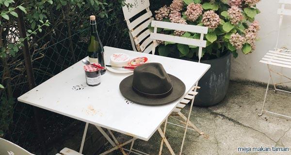 meja makan taman