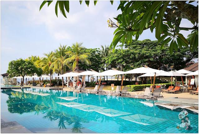 Crimson Resort and Spa Mactan Swimming Pool
