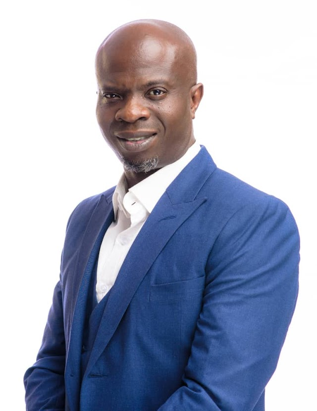 Ojodu LCDA Boss, David Odunmbaku Distributes GCE Forms To Over 150 Students.