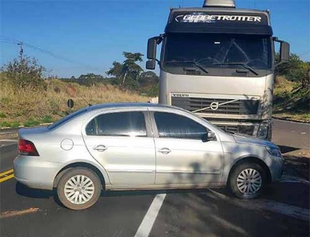 Motoristas Saem sem Ferimentos de colisão Envolvendo Carreta e carro Na  Rodovia Comandante João Ribeiro de Barros (SP-294),