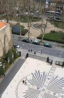 vista do alto da frente da igreja e da praça do Marquês