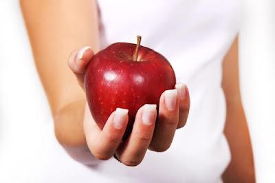 التفاح الأحمر عصائر حمراء مصنوعة من التفاح