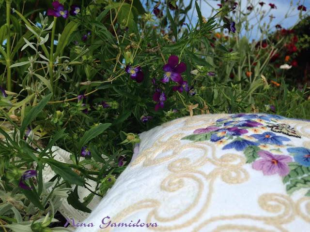 как оформить вышивку в подушку