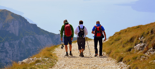 Essential trekking & hiking tips for beginners, Backpacking (Trekking) gear list beginners.