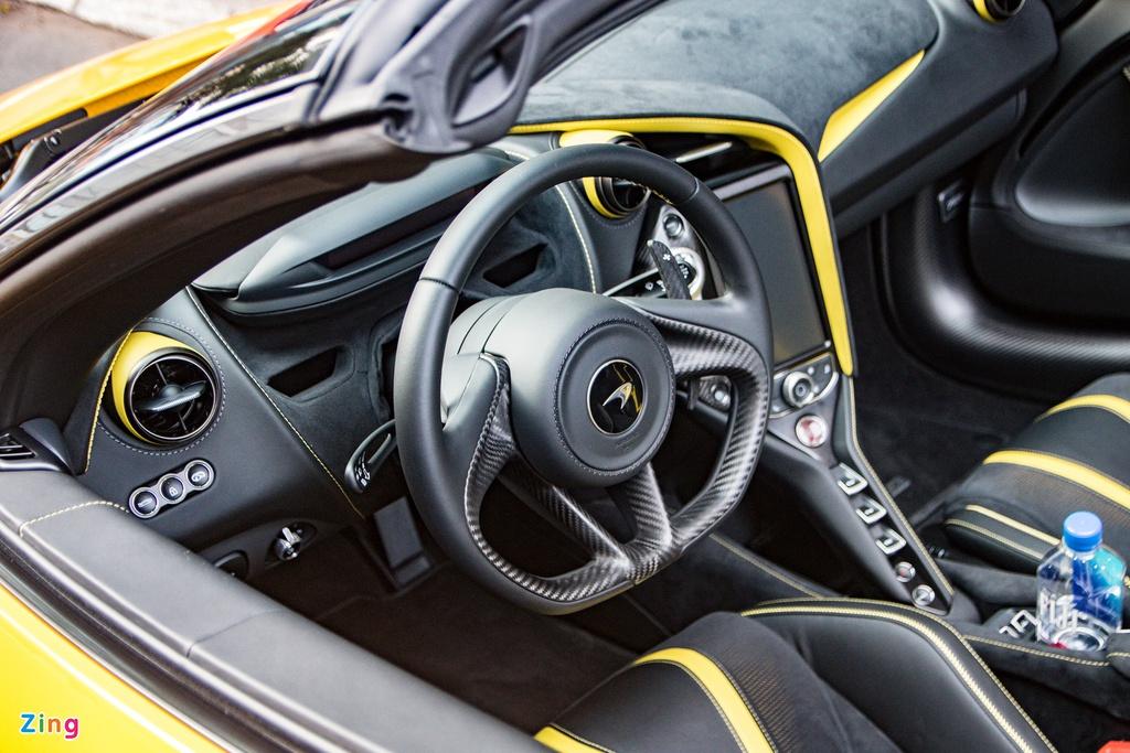 Chi tiết siêu xe mui trần McLaren 720S Spider tại TP.HCM
