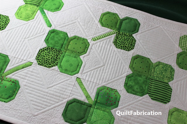 Clover Field table runner quilting closeup