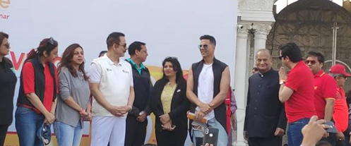 Akshay Kumar shares a photo straight from Lucknow
