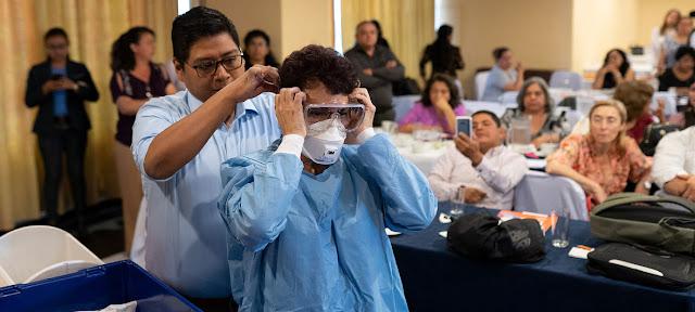 Trabajadores de salud reciben capacitación sobre el manejo de pacientes con coronavirus en Guatemala.OPS-OMS/Victor Sanchez