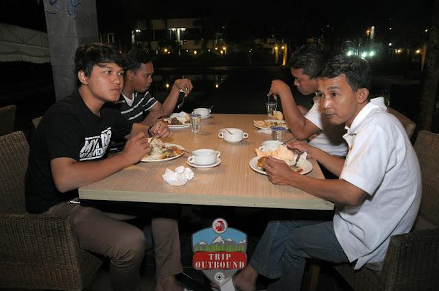 Company Gathering, Family Gathering