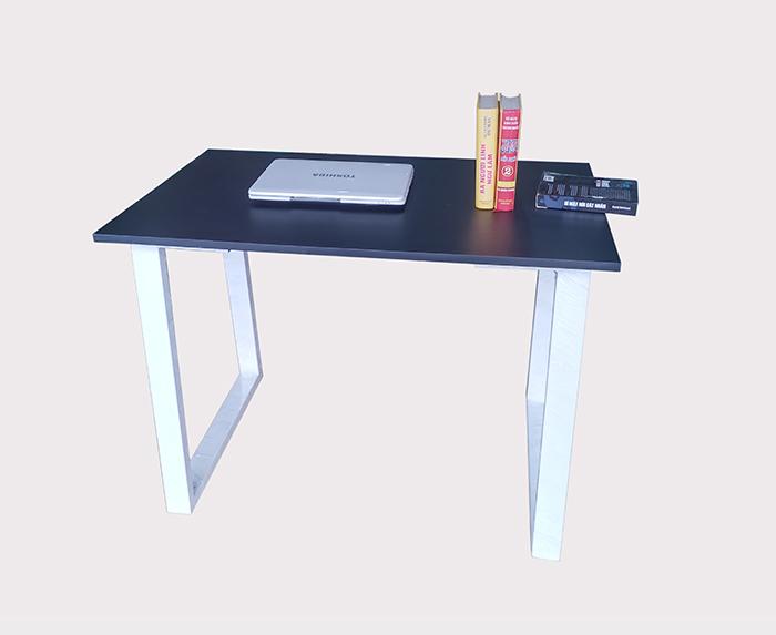Đây là mẫu bàn làm việc được giới trẻ, sinh viên, học sinh ưa chuộng vì sự tinh gọn.