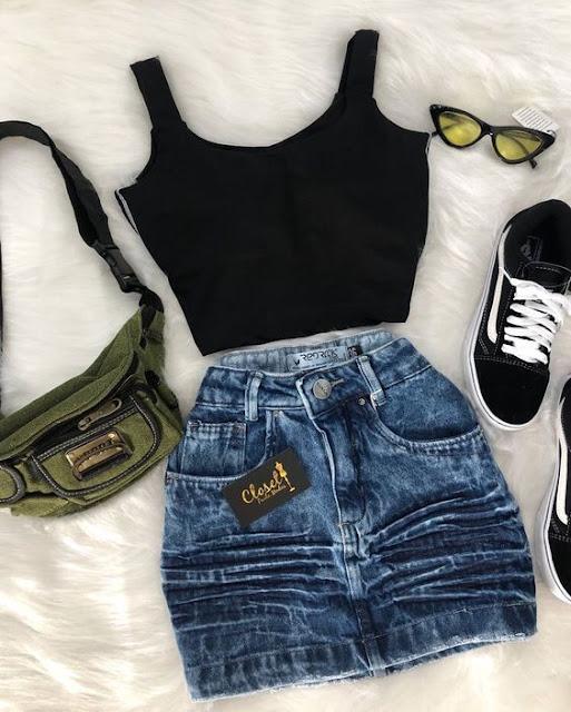 Se o look está muito básico, por exemplo, com um tênis e um short jeans ou de pano, ele fica mais descontraído e estiloso. Também é um modelo ótimo para quebrar a informalidade daquele look sério. Você também pode acrescentar acessórios como, bolsas pequenas, cintos, óculos de sol e o que você mais se sentir a vontade para deixar o look bem a sua cara e super tumblr.
