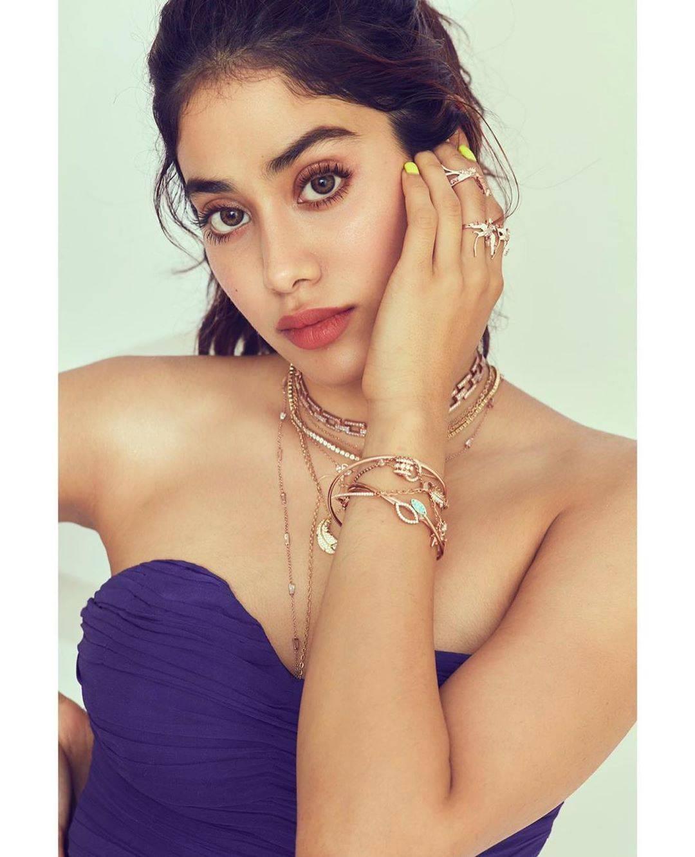 Janhvi Kapoor Hot Look