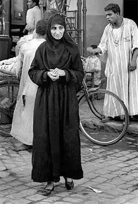 http://kvetchlandia.tumblr.com/post/158222560918/frank-horvat-oider-woman-in-the-street-cairo