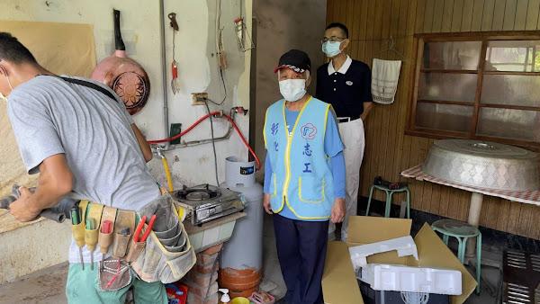 榮服處榮欣志工連結慈濟基金會 助人瑞榮民住處裝熱水器