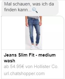 Emma empfiehlt mir eine Jeans.