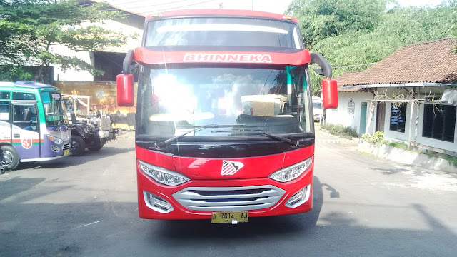 Medium Bus karoseri Agustus
