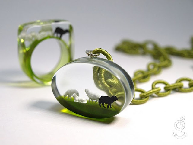 Jewelry with miniature scenes