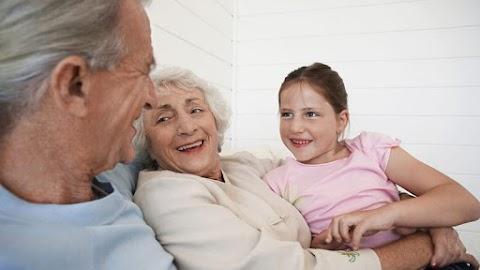 Döntött az országgyűlés: bevezetik a nagyszülői gyedet – Itt vannak a részletek