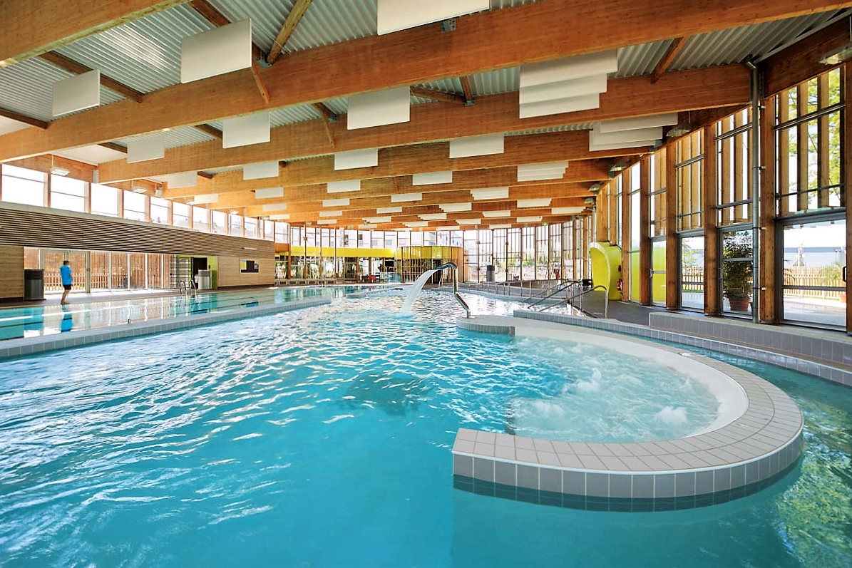 Notre dame d 39 o les piscines communautaires ont fait le plein for Tours piscine du lac