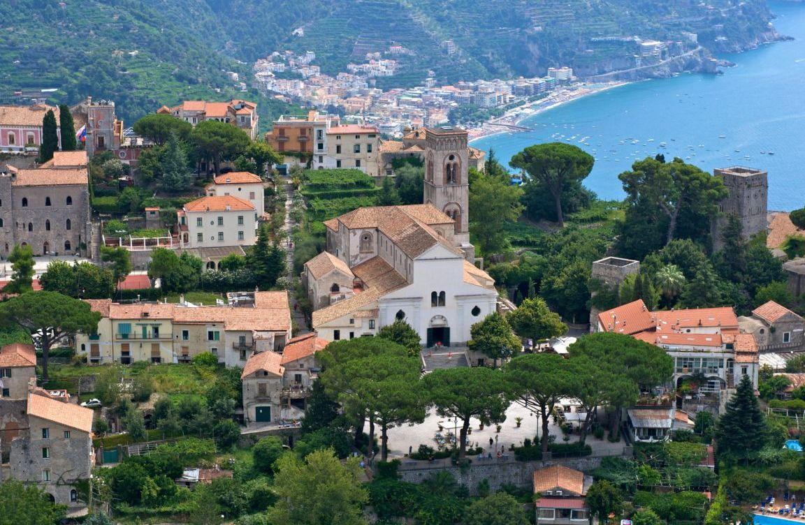 Красивые дома и выды города Равелло в Италии