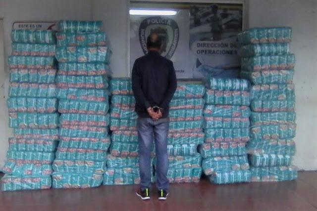 Detuvieron a un comerciante por tener guardados 60 bultos de pañales