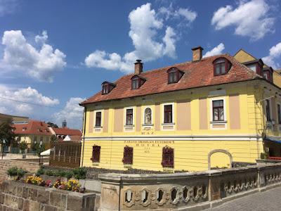 Kamienica na starym rynku w Egerze