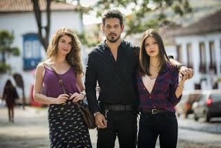 Isabel (Alinne Moraes), Alain (João Vicente de Castro) e Cris (Vitória Strada): o triângulo amoroso de Espelho da Vida
