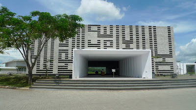 kaligrafi minimalis khat kufi pada fasade Masjid Al Irsyad-Bandung