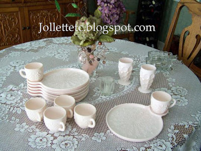Jeannette Shell Pink Party Plates https://jollettetc.blogspot.com