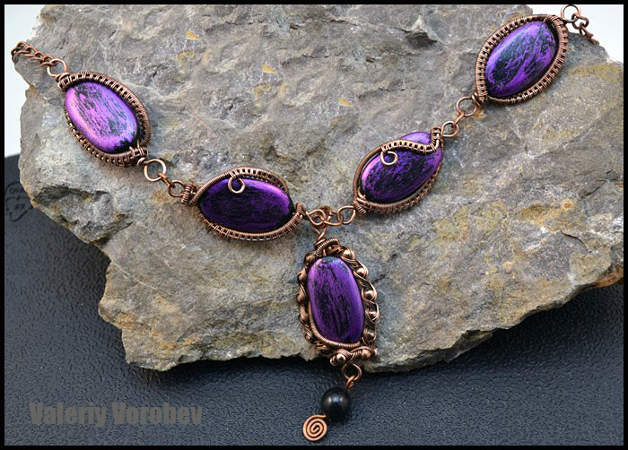 Necklace made of wire and beads. Wire wrap tutorial.