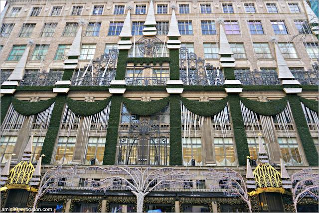 Fachada del Saks Fifth Avenue de Nueva York en Navidad