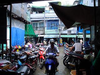 Marché de Ben Thanh, motos. Ho Chi Minh. Viêt-Nam