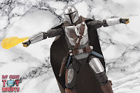 S.H. Figuarts The Mandalorian (Beskar Armor) 56