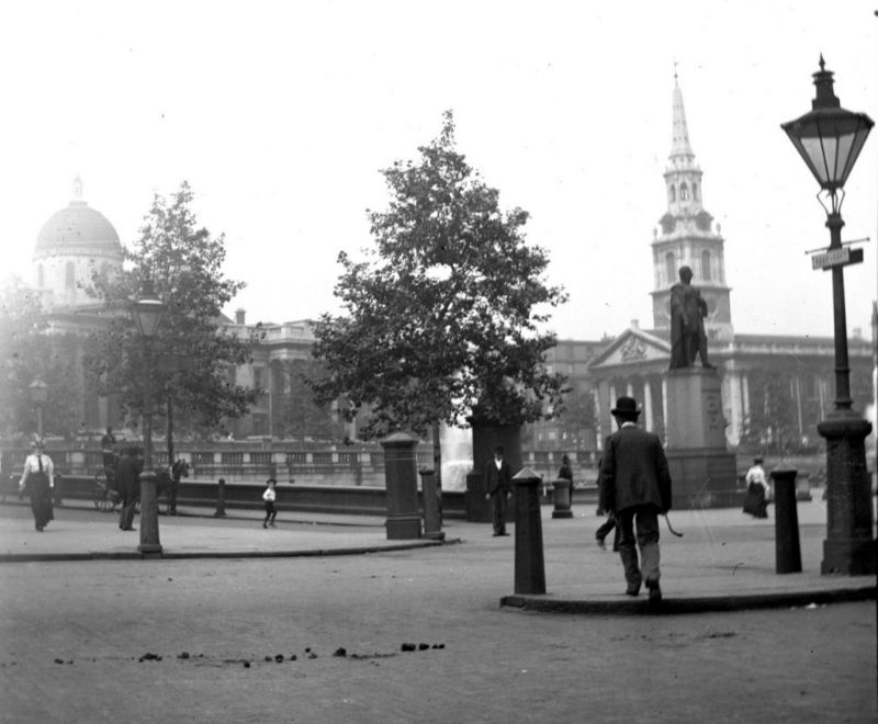 Rare Found Photos That Capture Street Scenes of London From the 1890s