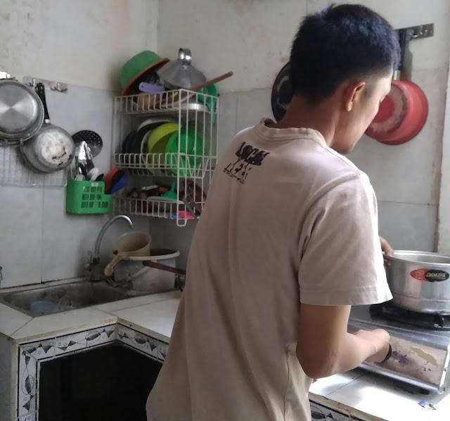 Cara memasak nasi di kompor