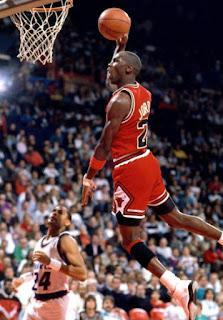 Serangan, Pertahanan, Posisi Pemain, dan Perannya Dalam Bola Basket , nike michael jordan, michael Jordan, NBA, Posisi Pemain Bola Basket Dan Tugasnya, posisi pemain bola basket, chicago bulls, dunk, small forward