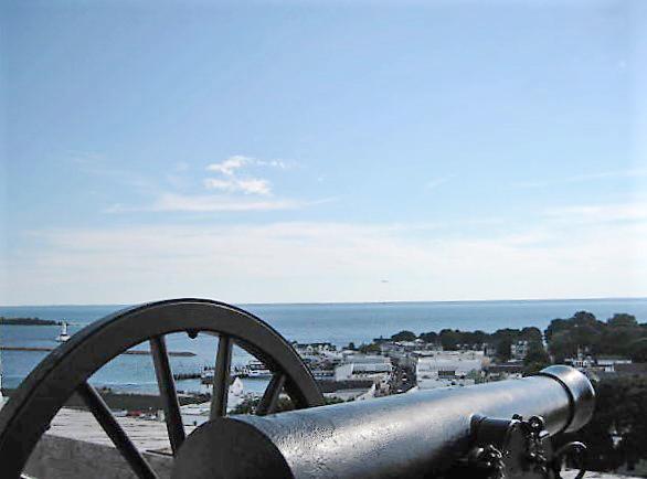 Historic_canon_on_Mackinac_Island.jpg