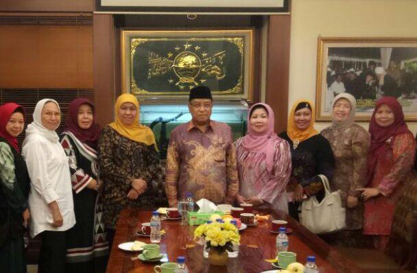 Pimpinan Pusat GP Ansor sehari sebelumnya, Ketua Umum Pengurus Besar Nahdlatul Ulama (PBNU), Prof. Dr. KH Said Aqil Siraj, MA menerima Ketua Umum Pimpinan Pusat Muslimat NU, Hj. Khofifah Indar Parawansa dan jajarannya di Gedung PBNU, Selasa malam (21/03/2017).