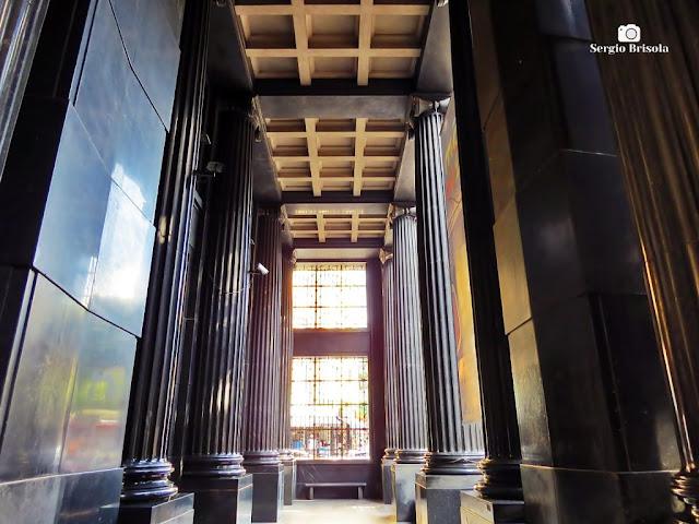 Vista das Colunas frontais do Edifício Sé - Caixa Cultural - São Paulo